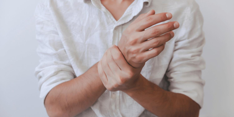 skausmas alkūnės sąnario raiščių ligos nuo kumeliukų sąnarių