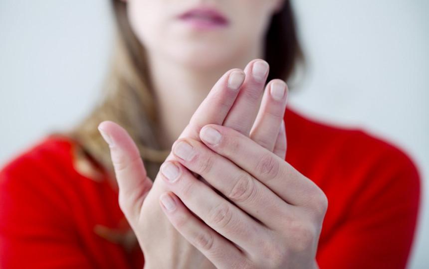 iš to ką iš rankų sąnarių ir pirštai skauda