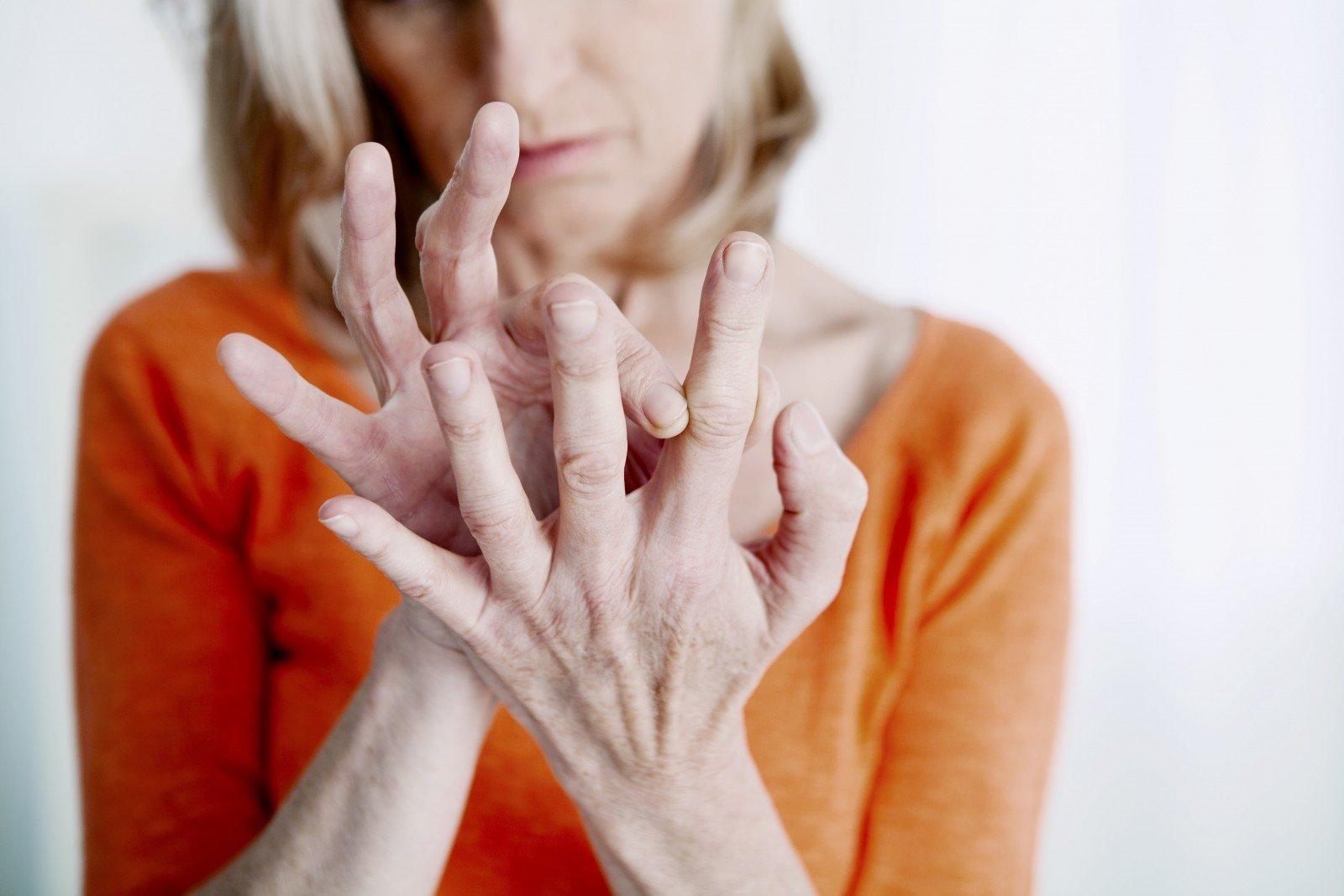 sąnarių sustingimas ant rankų alkūnių