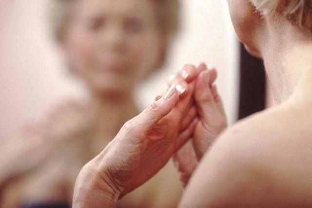 klaidinga bendra klubo gydymo artritas 2 laipsnių teptuku rankoje