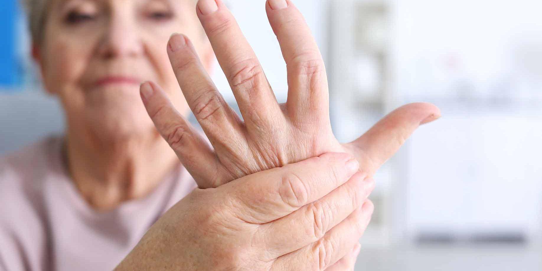 sąnarių skausmas po pabudimas dermovate tepalas vaistai