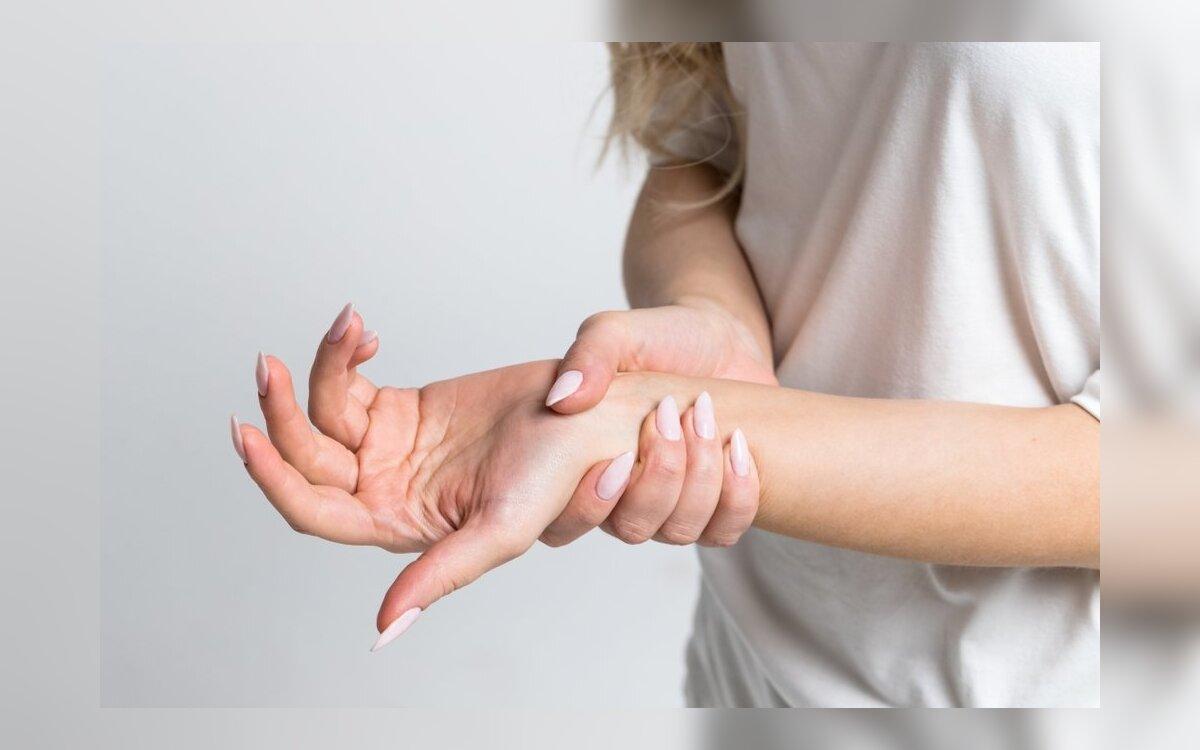 gerklės sąnarių ant viduriniojo piršto rankos į lenkimo