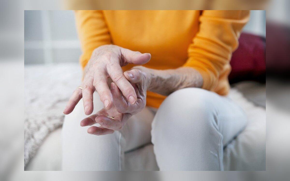 gydymas skverbiasi žaizdas sąnarių ženklai artritas šepečiai rankos