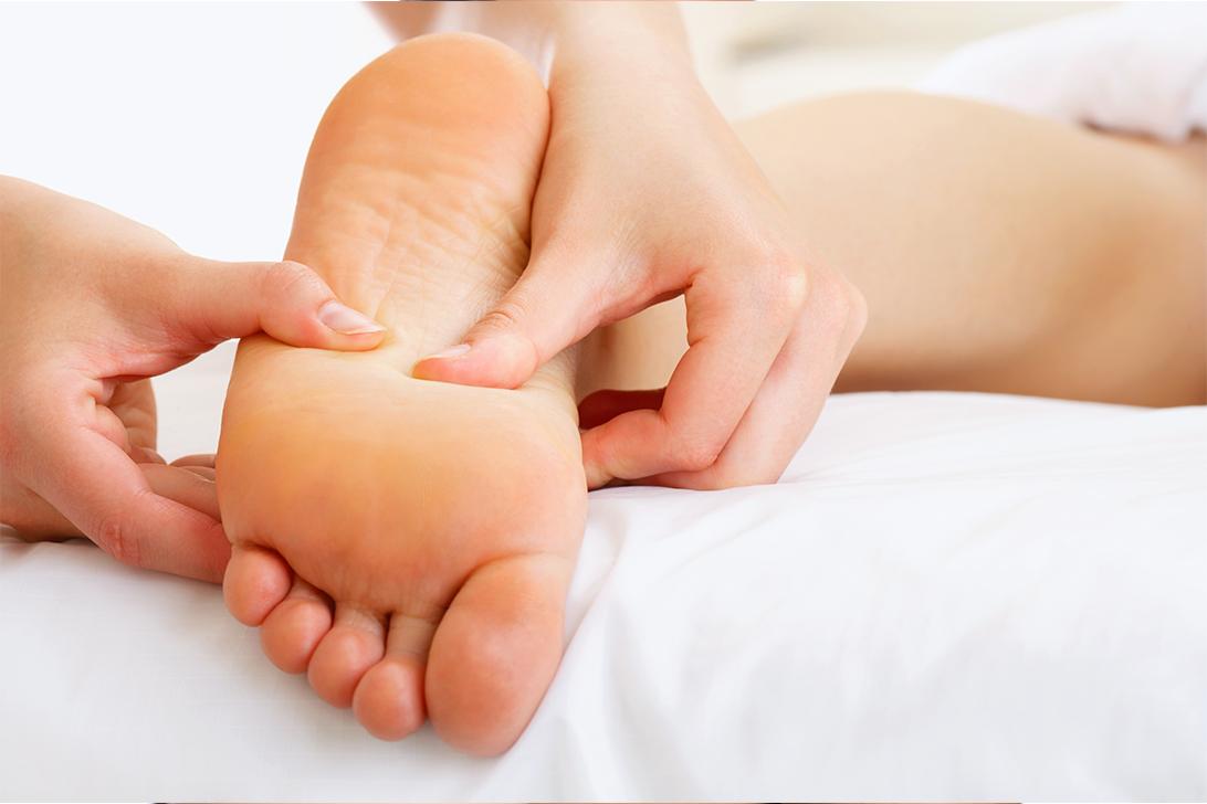 gerklės sąnarių ir pėdų patinimas rankos sąnario