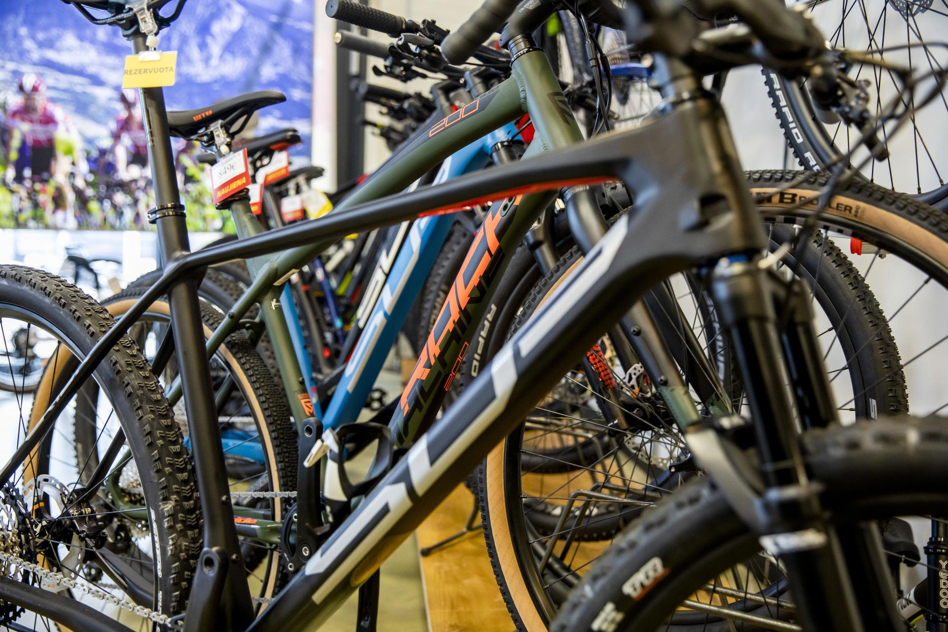 gerklės sąnarių po dviračio