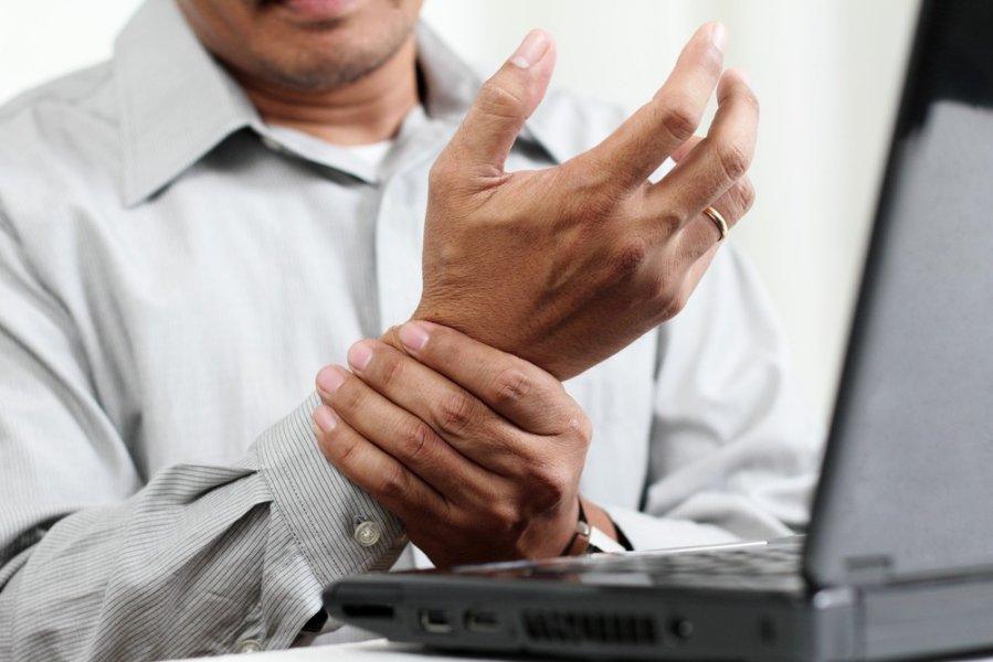 kompiuterių sąnarių liga aštrus skausmas peties sąnario
