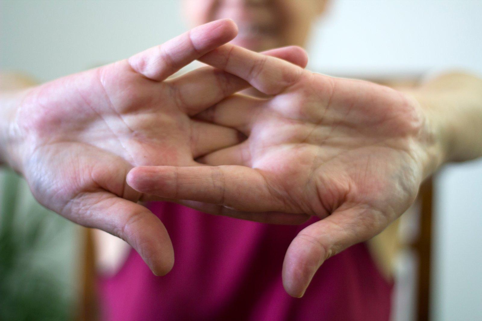 ką daryti jei skauda bendru pirštu ant rankos