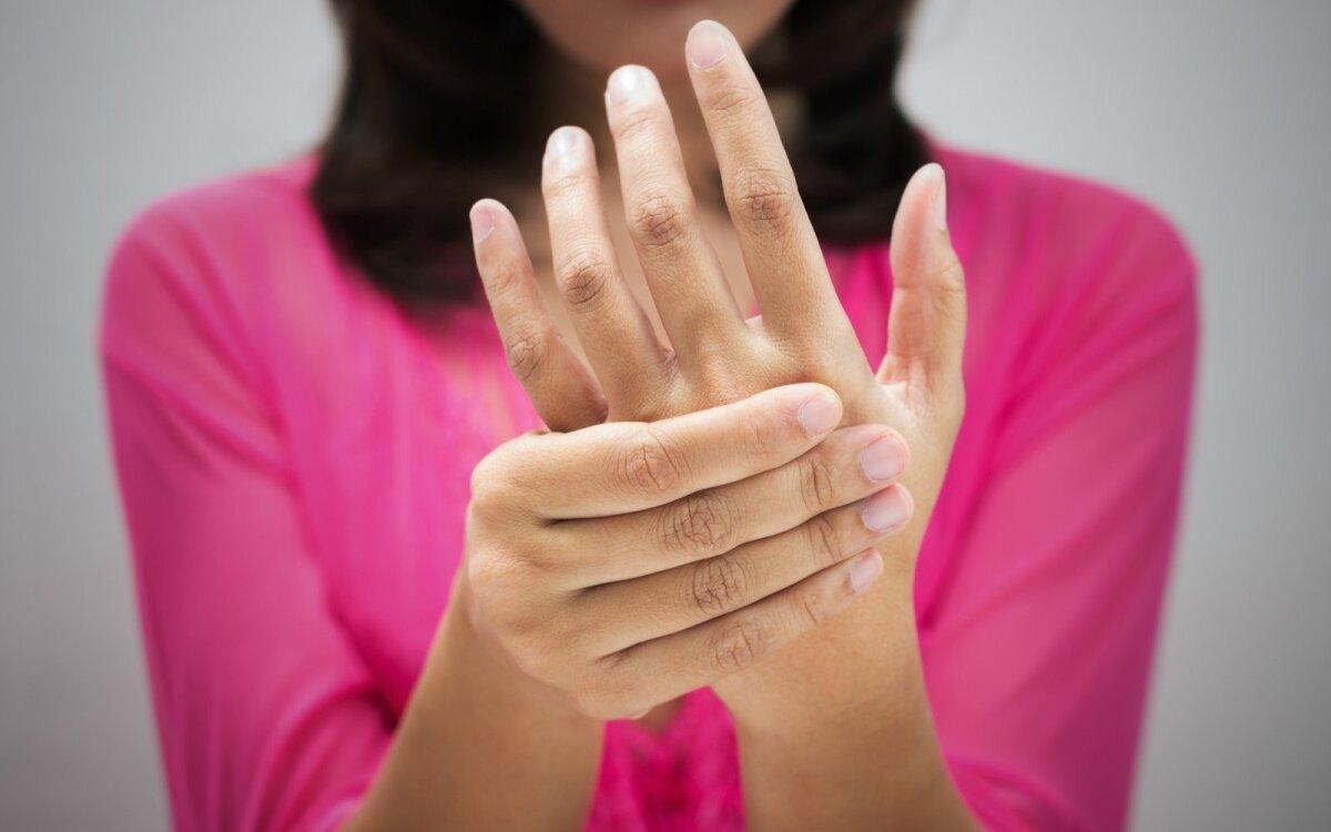 ką reikia daryti kad sąnariai ne skauda jei riešo sąnarys skauda