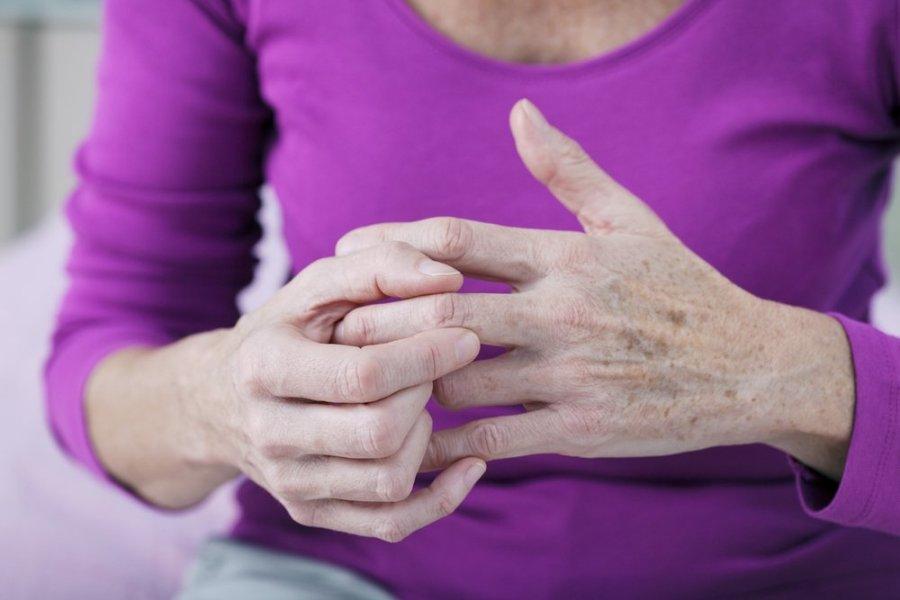 vidutinio piršto sąnarių liga kenkia bendrą kulną iš už
