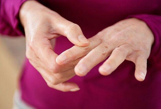 skausmas pirštų po darbo sąnarius